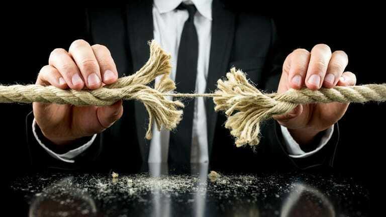 Unternehmer sollten jetzt ihre Forderungen absichern.