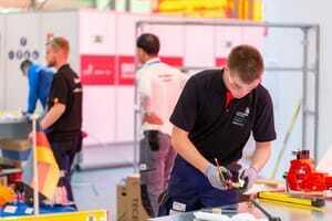 Anlagenmechaniker Dominik Philipp achtet auf jedes Detail. Am Ende können Kleinigkeiten entscheidend sein.