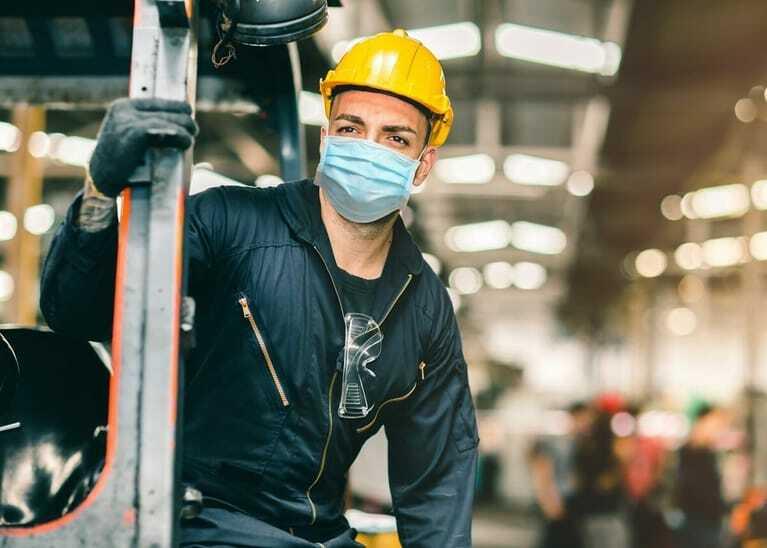 Coronavirus: Mitarbeiter, Maske, Helm