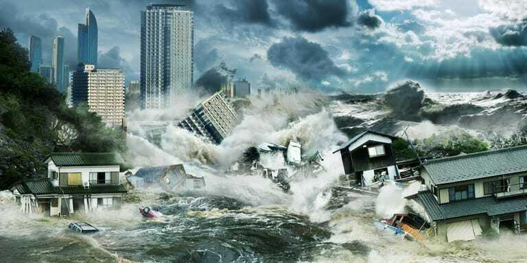 Hochwasser bedroht Gebäude und deren Inhalt.