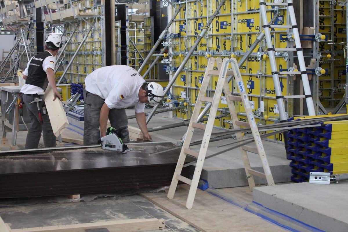 Und auch bei den Stahlbetonbauern Julian Kiesl und Niklas Berroth schaut der ZDB immer wieder, wie es läuft.