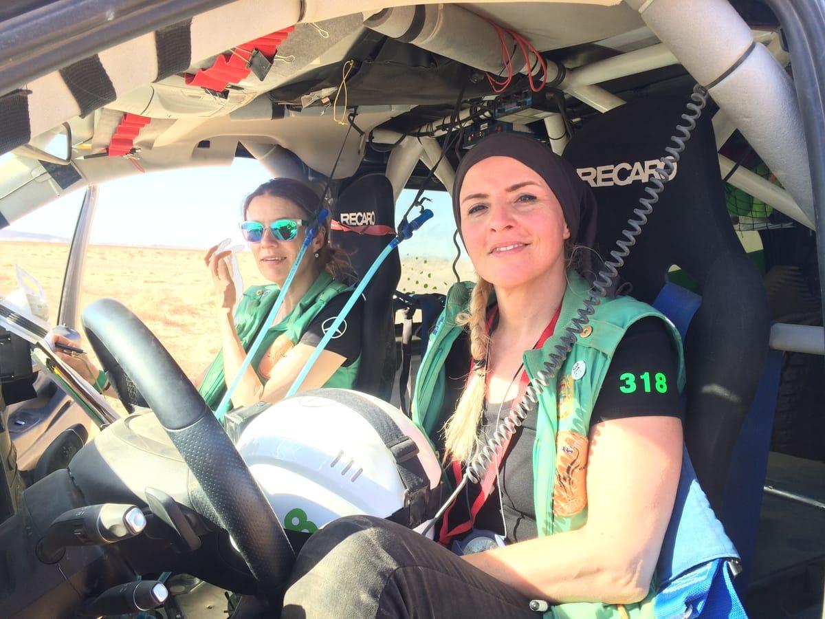 Frauenrallye: Handwerkerinnenteam gewinnt in Marokko