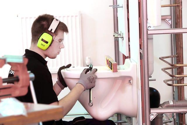 Beim Wettkampf an Skill 15, Anlagenmechaniker SHK, hat Dominik Philipp den 5. Platz belegt und holt sich eine Exzellenzmedaille.