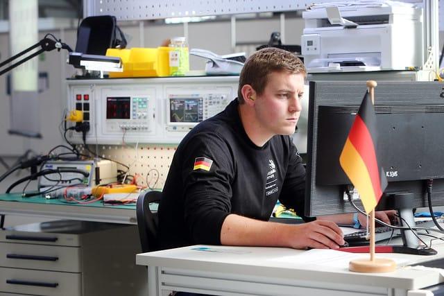 Beim Wettkampf an Skill 16, Elektroniker, hat Aaron Striegel den 16. Platz belegt.