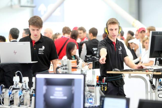 Beim Wettkampf an Skill 4, Mechatroniker, haben Felix Alt und Jan Kintzi den 21. Platz belegt.