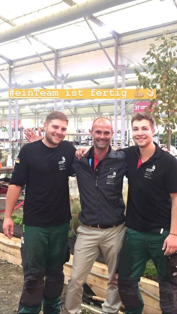 Drei Männer - ein Team: Die Landschaftsgärtner Julian Maier und Niklas Stadlmayr haben alles gegeben, Unterstützung haben sie von Trainer Johannes Gaugel bekommen.
