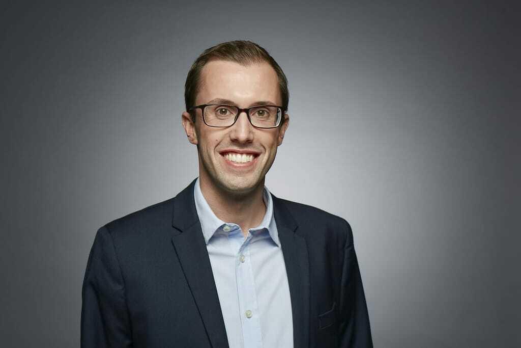 Dr. Julian Engel