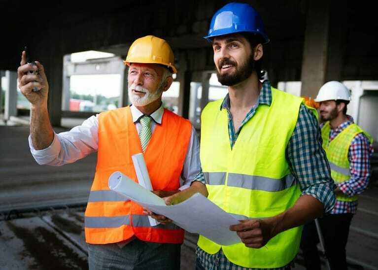 Bauarbeiter, Gewerbebau, Baubesprechung