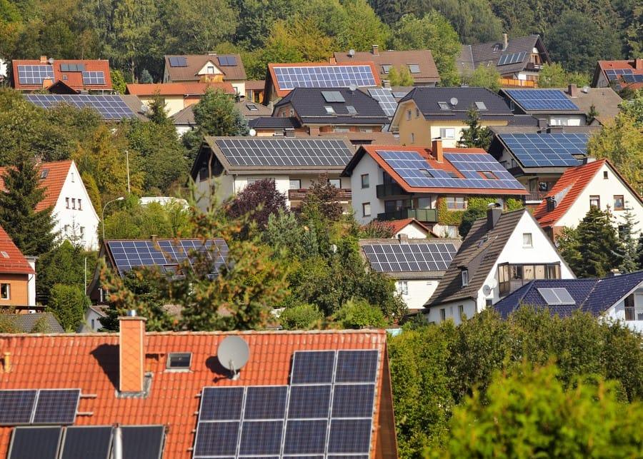 Photovoltaik groß im Kommen: Welche Arbeiten aufs Elektro- und SHK-Handwerk zukommen